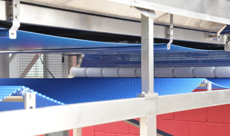 detail of vibratory screening conveyor